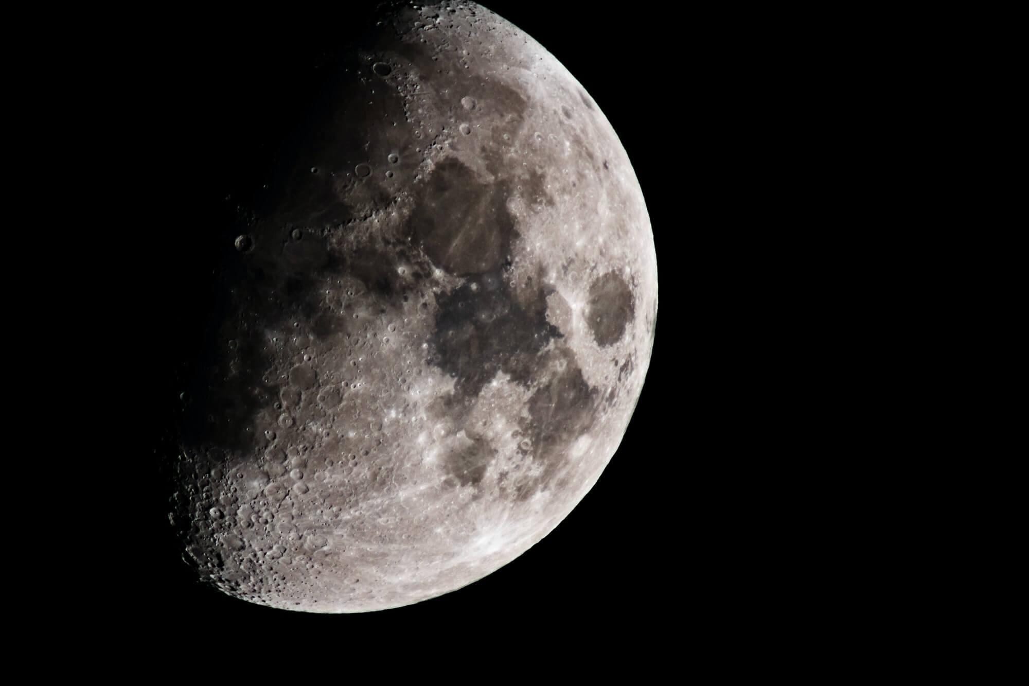 Auf dem Mond hat's geknallt