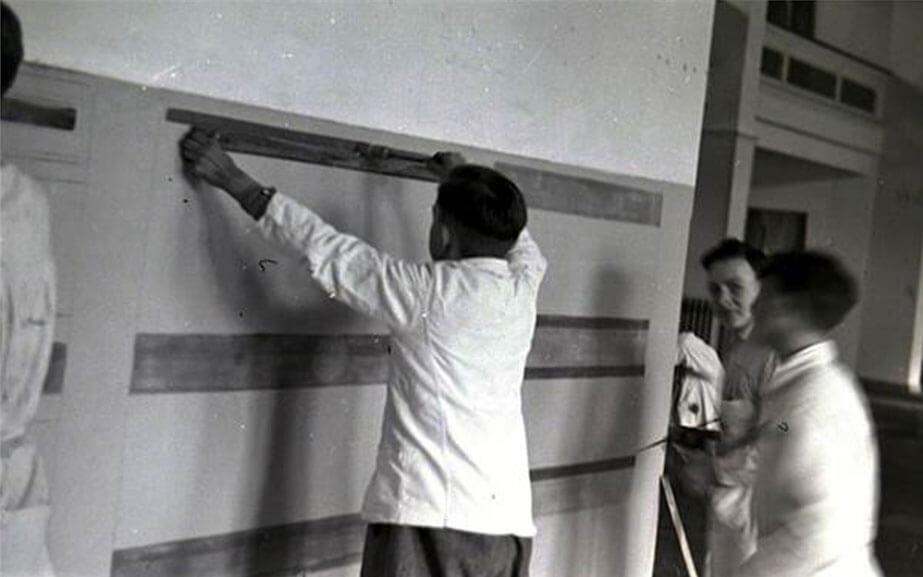 Arbeiten an Innendekorationen in Augusts Malerschule