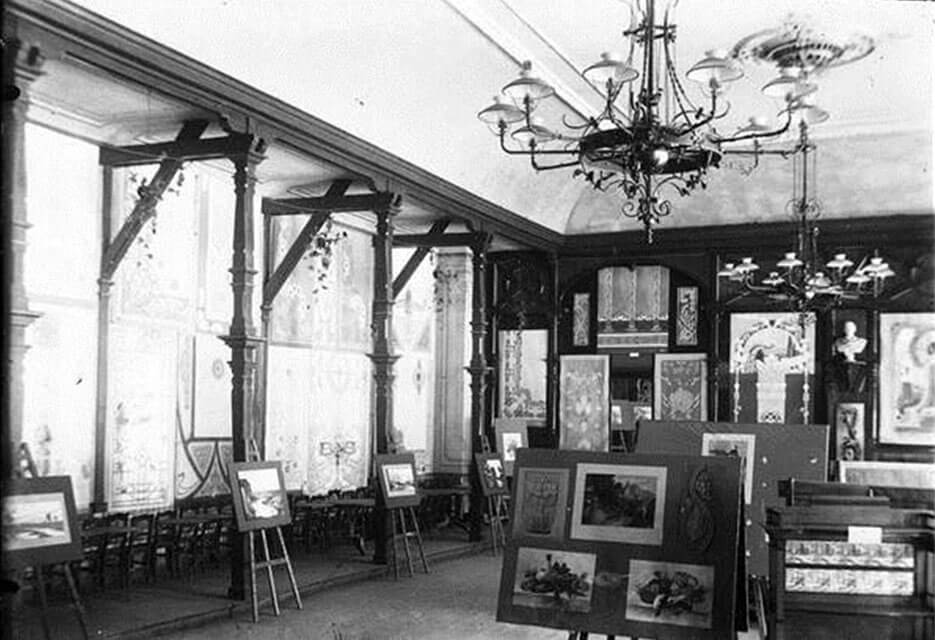 Ausstellung im repräsentativen Übungssaal der Malerschule