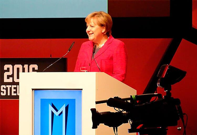 Angela Merkel beeindruckt von Hayali