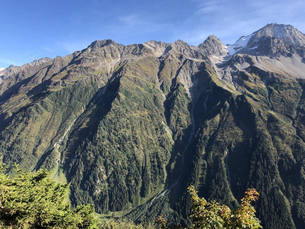 Umwerfende Bergwelt des Maderanertals