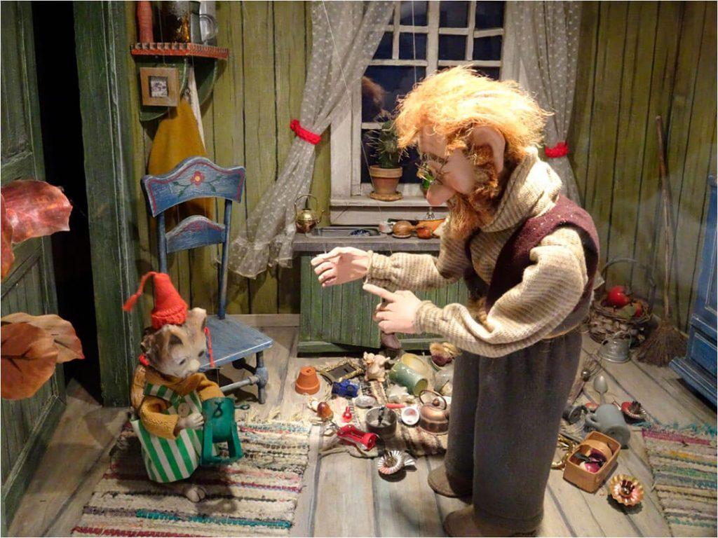 Pettersson und Findus suchen Weihnachtsschmuck